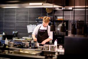 未経験からプロの料理人になるための2つの方法【高校生・大学生向け】