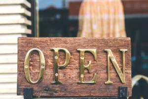 飲食店を開業するのに必要な資格と届出【保存版】